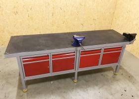 solidny stół dla ślusarza