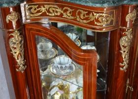 drewniana komoda ludwikowska na bogato