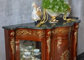 komoda w stylu ludwikowskim drewniana marmurowy blat