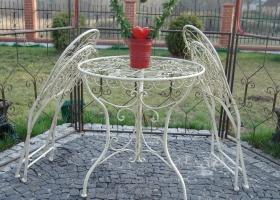 ażurowe krzesło metalowe na taras w stylu angielskim