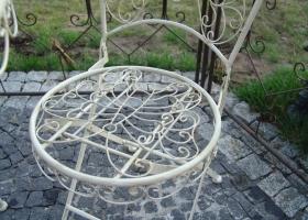 stylowe krzesło metalowe prowansalskie białe