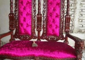 fotel gotycki z mahoniu fuksja 2 trony