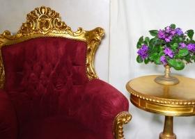 fotel w stylu barokowym złoto czerwony