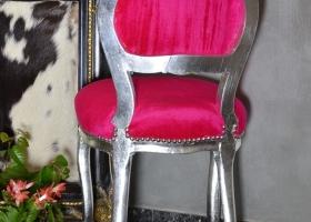 stylowy fotel barokowy pufa różowa tapicerowana