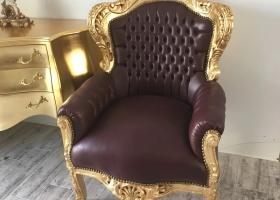stylowy fotel rzeźbiony