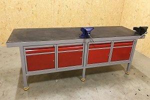 ślusarski stół producenta RA Construction