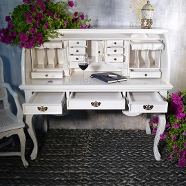 biurko w stylu prowansalskim
