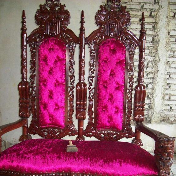 stylowy fotel gotycki mahoniowy drewniany 2 trony